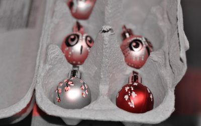 ornaments red